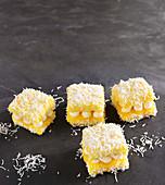 Zitronen-Baiser-Lamingtons