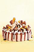 Cheesecake mit Schokokeksen und Sahne