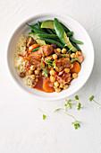Kichererbseneintopf mit Schweinefleisch und Gemüse
