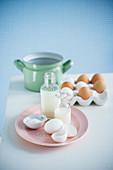 Milch, Sahne, Eier und Salz