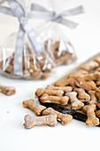 Knochenförmige Sardellen-Kürbis-Kekse für Hunde
