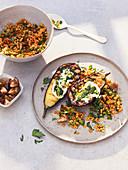 Gegrillte Aubergine mit roten Linsen, Joghurt und Pesto