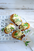 Crostini with an artichoke and tofu spread
