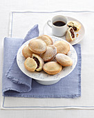 Bocconotti alle mandorle e cacao (sweet Italian pastries)