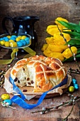 Hot Cross Buns mit Rosinen zu Ostern