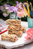 Sunshine bars: muesli bars with dried fruit for a school lunch
