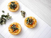 Mini pizzas with cheese and kale chips