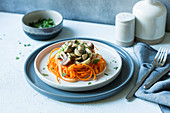 Steamed carrot spaghetti with mushrooms