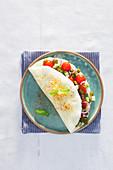 Weisses Omelett ohne Dotter mexikanische Art mit Gemüsefüllung