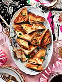 Schinken-Käse-Toasts für eine Sylvesterparty
