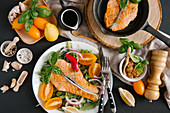 Salmon with lettuce, tomatoes, red onions and mustard