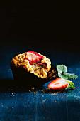 Erdbeer-Ingwer-Muffin, angebissen