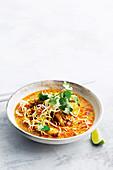 Hähnchen-Nudel-Curry aus Nordthailand