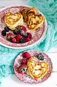 Syrniki (Russian quark pancakes) with berries
