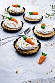 Vegan carrot cakes for Easter