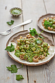 Wholemeal pasta with potato and parsley sauce (vegan)