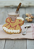 A rocking horse-shaped gingerbread decorated with meringue
