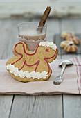 Pfefferkuchen-Schaukelpferd mit Baiser verziert