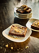Chocolate brownies with hazelnut crisp
