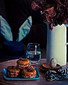 Donuts mit Schokoladencreme zu Ostern