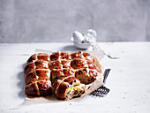 Hot cross buns (Traditionelle Oster-Milchbrötchen mit Kreuz, England)