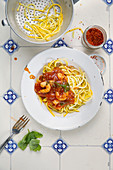 Courgette spaghetti with a shrimp and tomato sauce