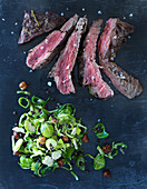 Flat Iron Steak mit Rosenkohlsalat