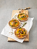 Pumpkin and leek tartlets with nuts
