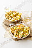 Gratinated shell pasta with a salmon filling
