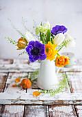 Frühlingsstrauß in einer Vase