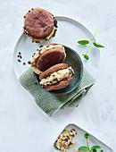 Sugar-free vegan nicecream sandwiches
