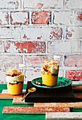 Safran-Zitronenquark mit Ingwer-Macadamia-Toffee
