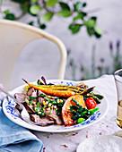 Lammbraten mit Pfefferminzsauce und Ofengemüse-Salat
