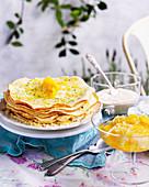 Crêpe-Torte mit Orangenkompott und Schlagsahne