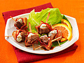 Beef kebabs with bacon