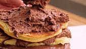 Pancake-Torte zubereiten