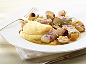 Eel and mussels with mashed potato