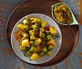 Okraschoten mit Kartoffeln, dazu Dal (Nepalesisches Abendessen)