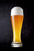 Ein Glas Weißbier