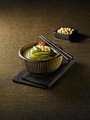 Kongguksu (Sojadrink-Nudel-Suppe, Korea) mit Grünem Tee