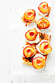 Puff pastry with grilled peaches and double cream