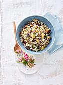 Gersten-Wildreis-Salat mit Aubergine, Feta und Dill