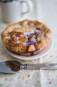 Mini pie with mixed berries and sugar
