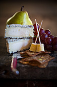Goat's cheese with crackers, grapes and pear