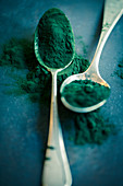 Spirulina powder on spoons
