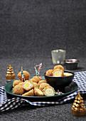 Scotch Eggs (Eier in Wurstbrät, paniert und frittiert, Schottland)