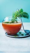 Pfirsich-Shrub mit Wermut und Fenchel