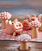 Lucky pigs and mini toadstools made of marzipan for New Year's Eve