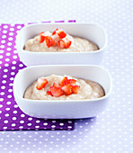 Spelt porridge with bananas and strawberry pieces
