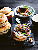 Bagels with tofu cream, shiitake mushrooms and crispy ginger strips (Asia)